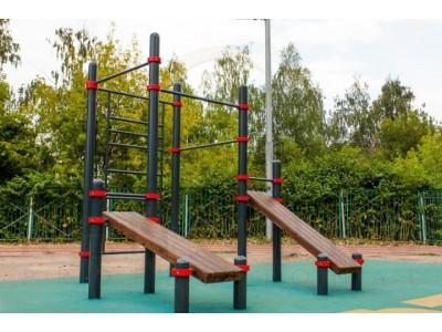 Спортивная составляющая детских площадок: турники, уличные тренажеры, оборудование для воркаута